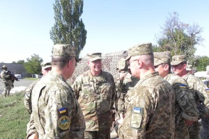 US Army General Hodges near the frontline in Donbas (ATO Command Photo)